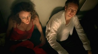 Ashes to Ashes 01x04 : The Missing Link- Seriesaddict